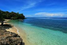 Pusat Laut Beach, Donggala, Indonesia