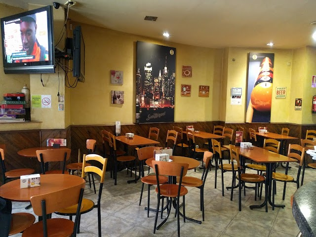 Yacaré Café Pool