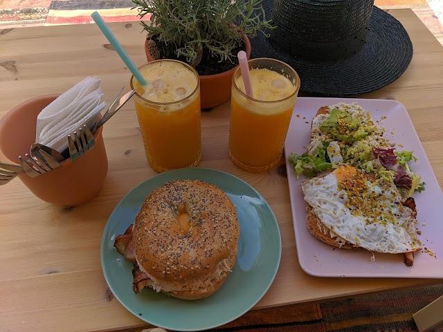 Sushiburger Café