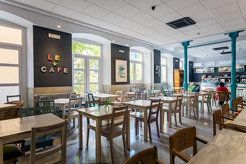 Cafe de L'Institut Francais