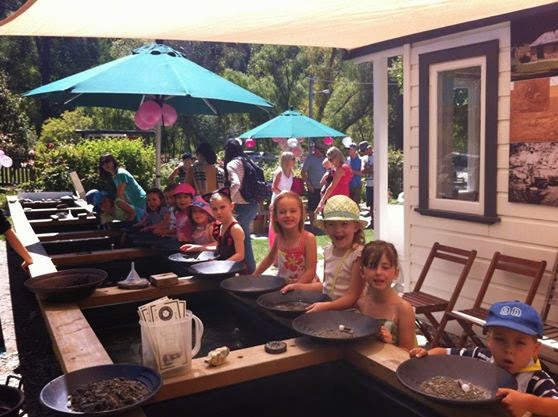 Dudley's Cottage Arrowtown - Gold Panning, Cafe & Gifts