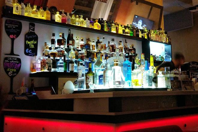 Lo-Ju Lounge Bar, Milan, Italy