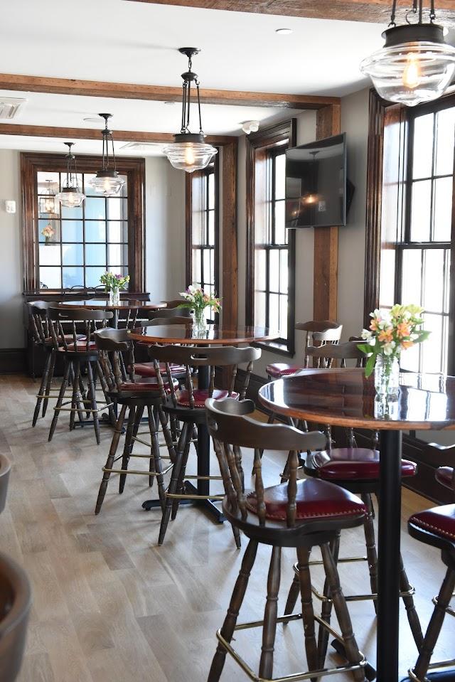 The Cadillac House Inn & Tavern