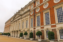 HobnobTours - Tour Guide for Hampton Court Palace and City of Westminster, London, United Kingdom