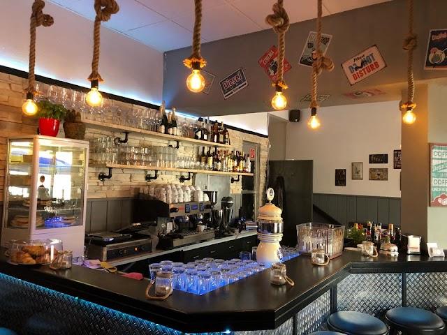 Friends Cafe Cocktail Bar