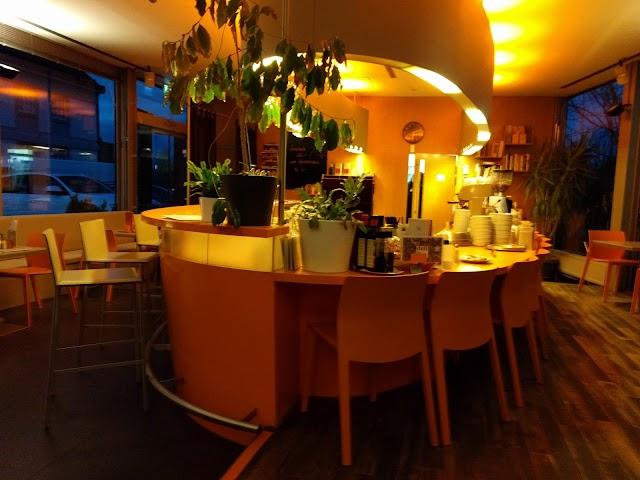 Deli - Lounge Cafe Restaurant