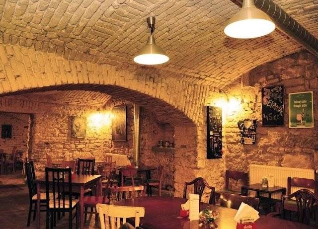 Večerní kavárna Souterrain
