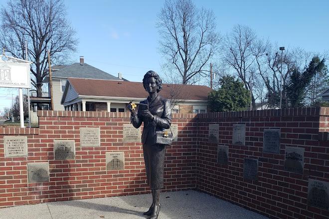 Noel Neill statue, Metropolis, United States