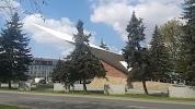 Памятник Летчикам Дважды Краснознаменного Балтийского Флота, Советский проспект, дом 49-55 на фото Калининграда