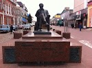 Памятник Кинорежиссеру Сергею Бондарчуку на фото Ейска