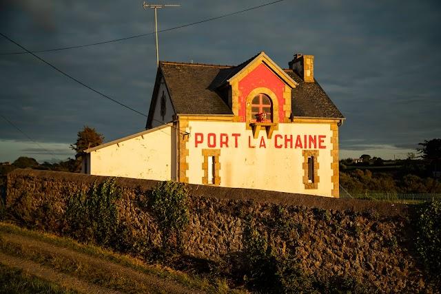 Phare De Port La Chaine