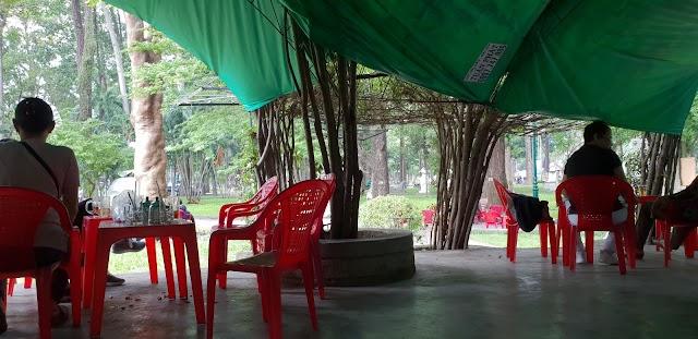 Cafe Tao Dan Park Statue