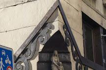 La Statue d'Anne de France, Paris, France