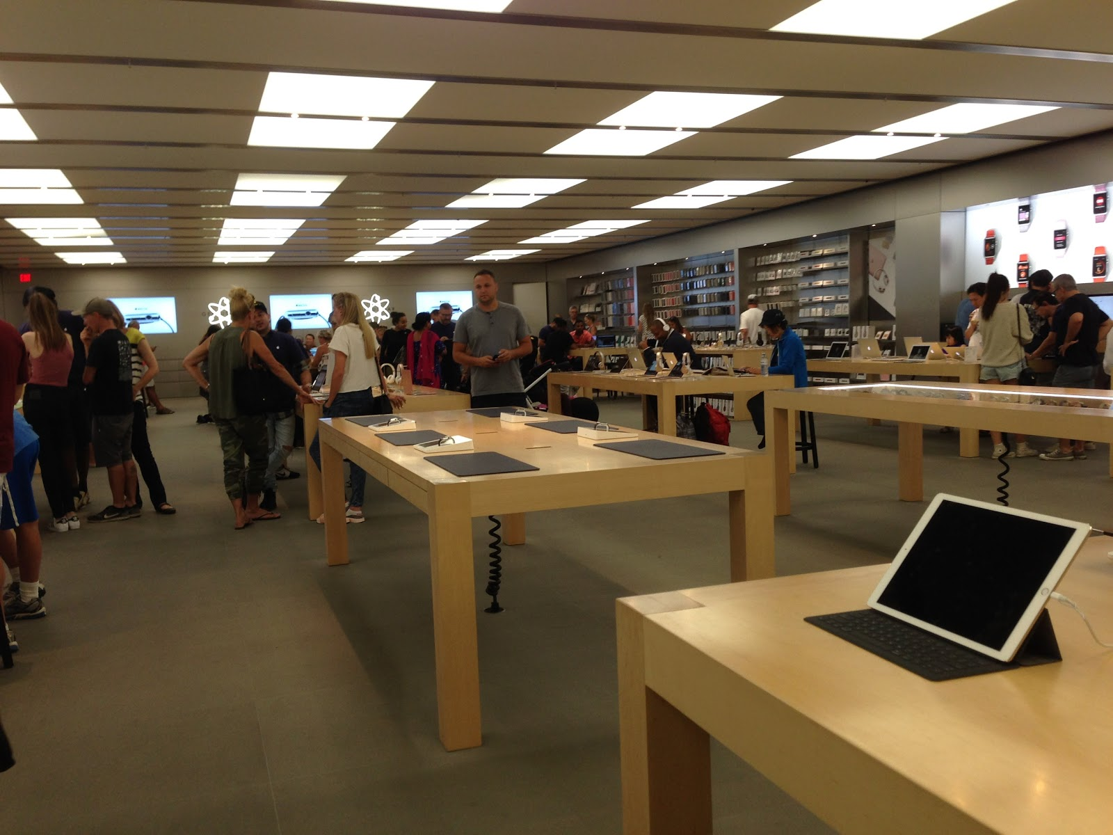 Apple Sherway Gardens - Store - 10 Photos & 7 Reviews - Oakville ...