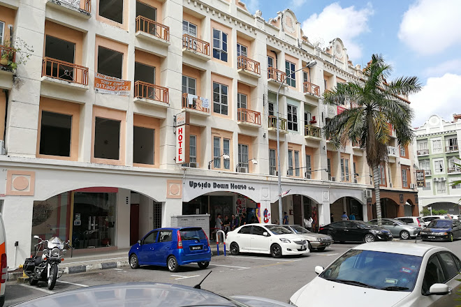Visit Upside Down House Gallery Melaka On Your Trip To Port
