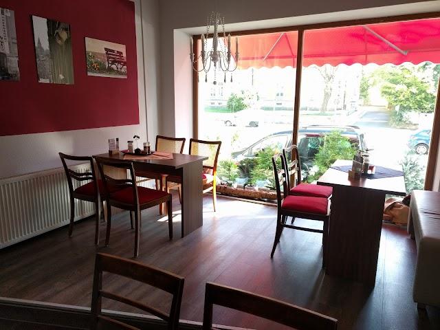 Zoom Cafe & Photo Studio