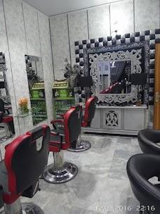 Face On Beauty Parlour