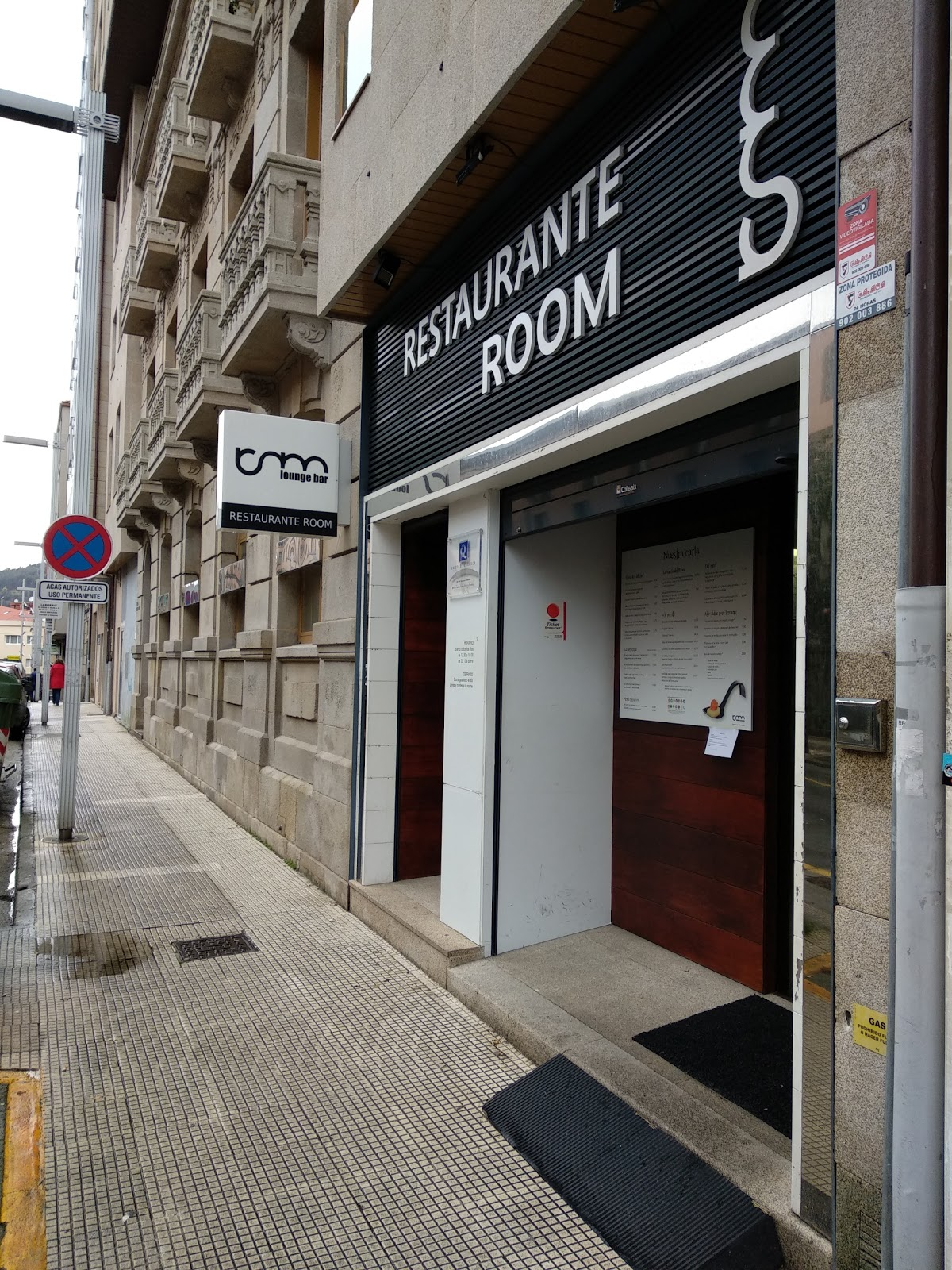 Room Lounge Bar