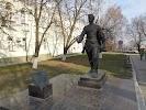 Памятник фронтовому почтальону, проспект Революции на фото Воронежа