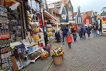 Fotograaf zwarthoed, Volendam, The Netherlands