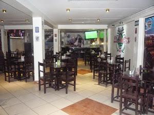 La Barra Sports café 0