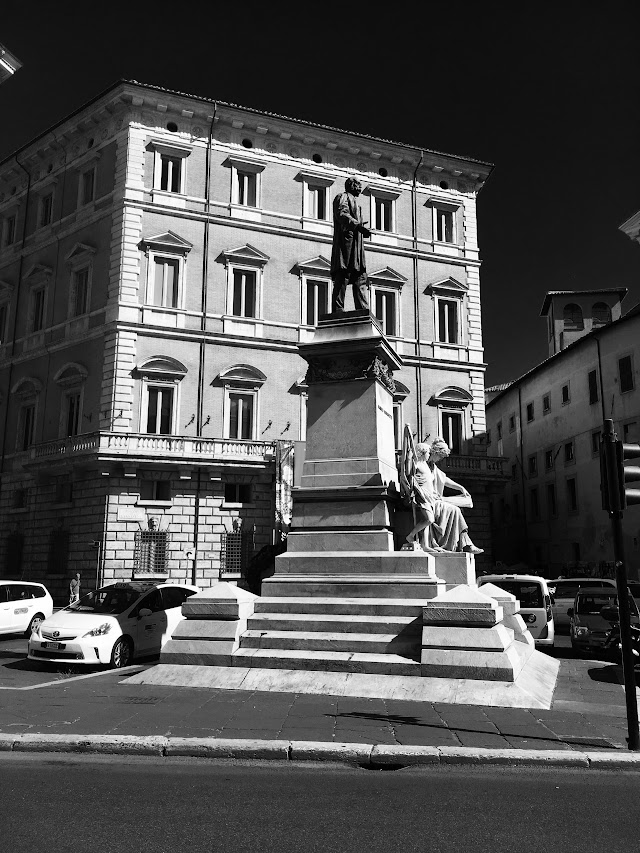 Statua di Marco Minghetti