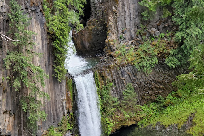 Toketee Falls, Crater Lake National Park, United States