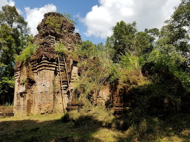 Damrei Krab Temple