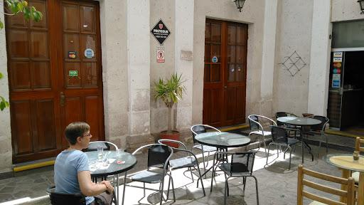 Omphalos Café Restaurant Vegetariano