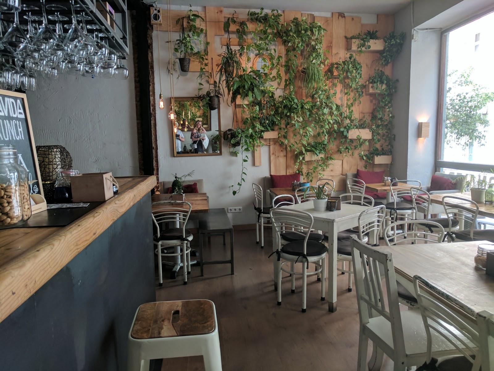 ABONAVIDA: A Work-Friendly Place in Madrid