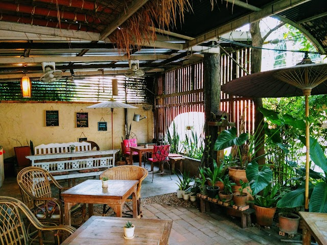 Taa-Peng-Cat Coffee & Eatery