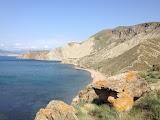Пляж в Тихой Бухте за первым мысом