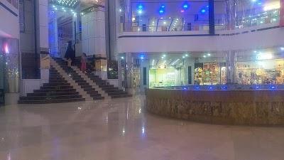 رستورانت و كافيشاپ الماس شرق Almas Sharq Restaurant & Coffee Shop
