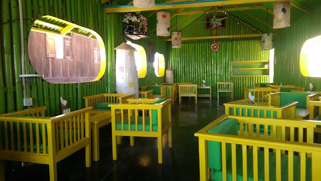 Inle Palace Restaurant Cocktail Bar & Cafe