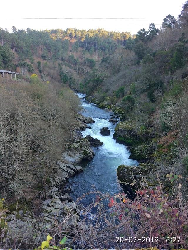 Cascada De Merza ( Pontevedra )