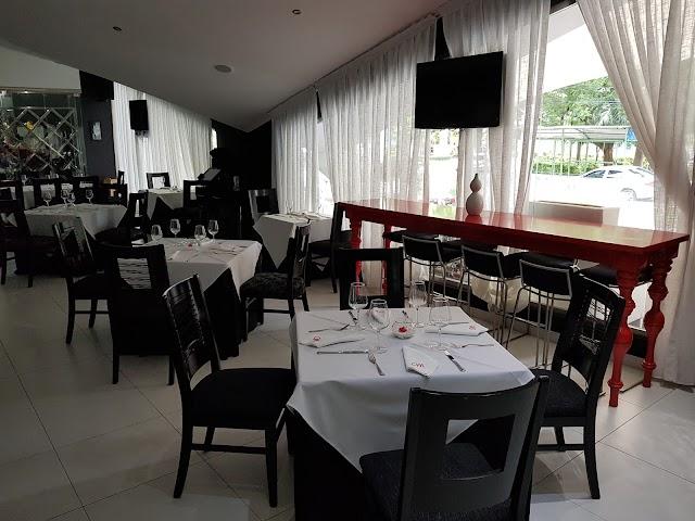 Maniqui Restaurant & Lounge