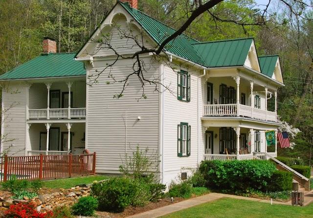 The Mountain Rose Inn
