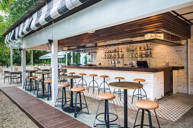 Canopy Dining / Middle Rock Bar