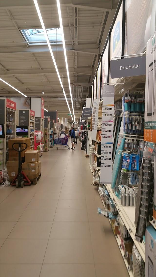Centre Commercial Carrefour Ségny