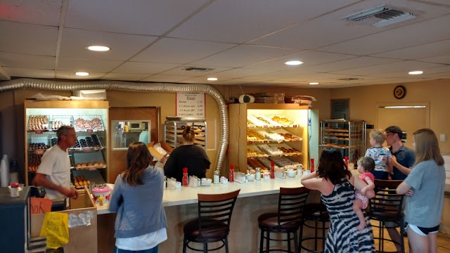 Trackside Donuts & Cafe