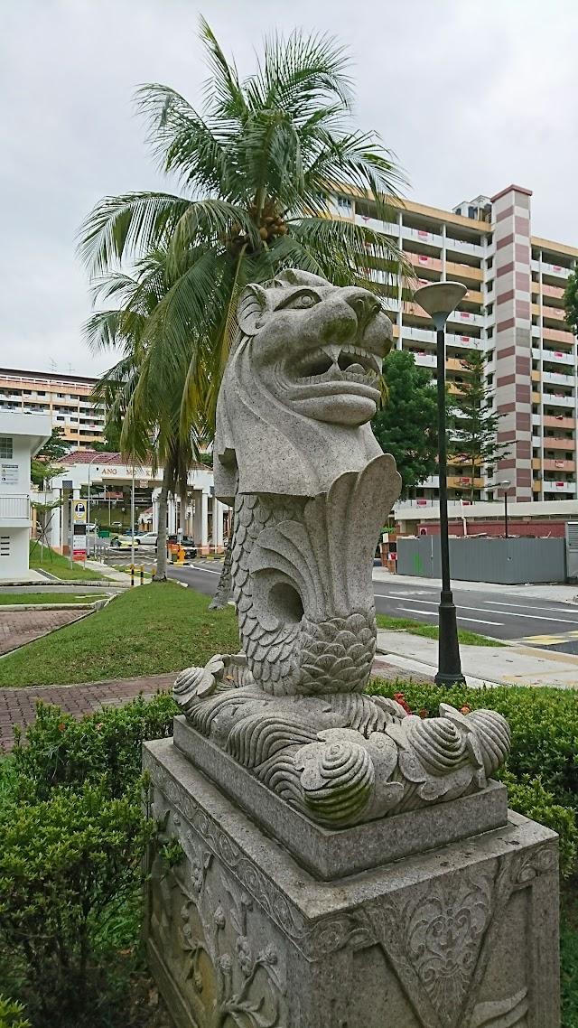 Merlion statues