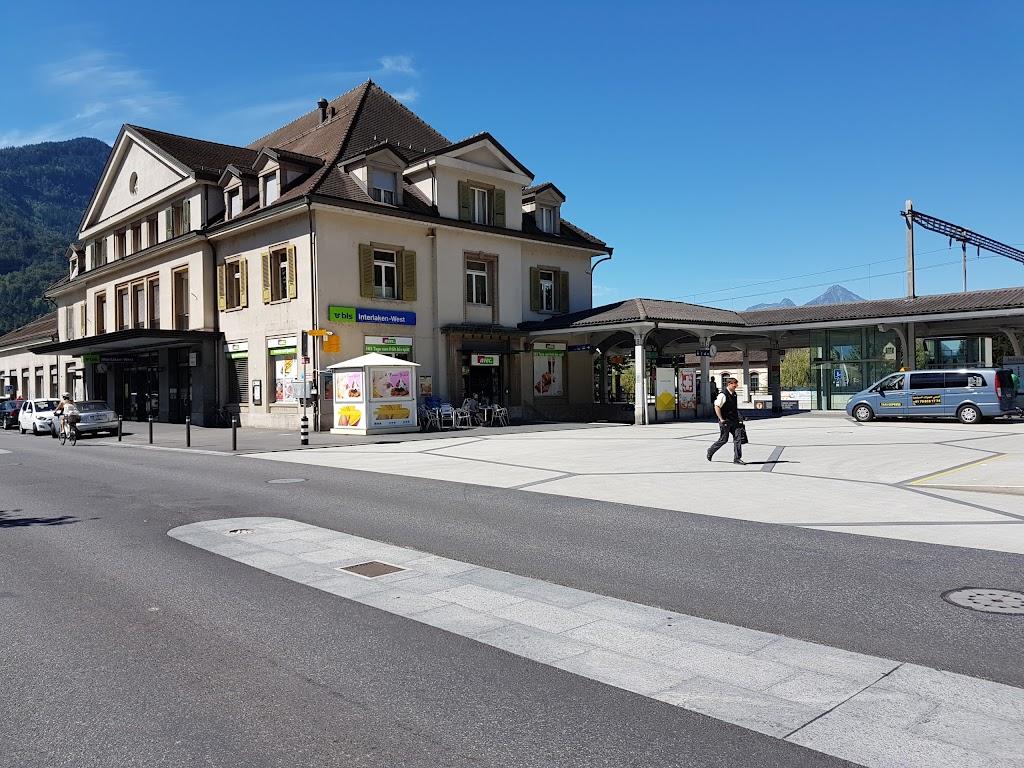 因特拉肯西站