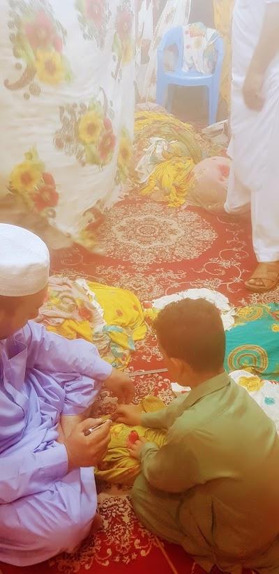 پارچه فروشی حاجی جمعه خان و پسرش عبدالرزاق