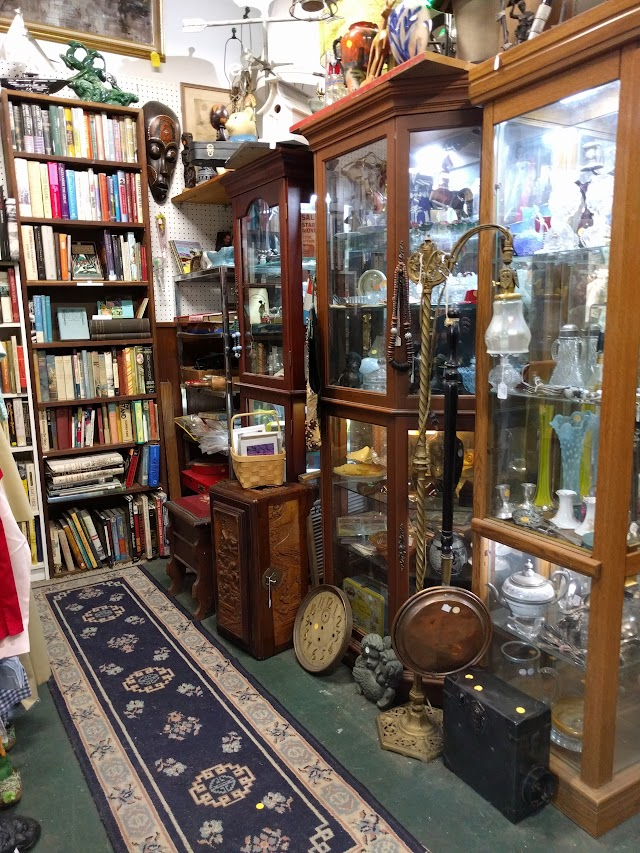 Cold Spring Antiques Center