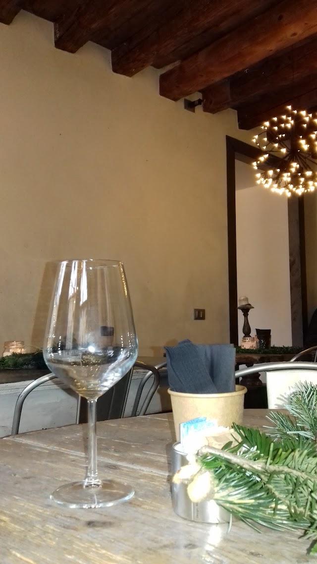 Tipic Ficusbar Drinkery Wine & Food