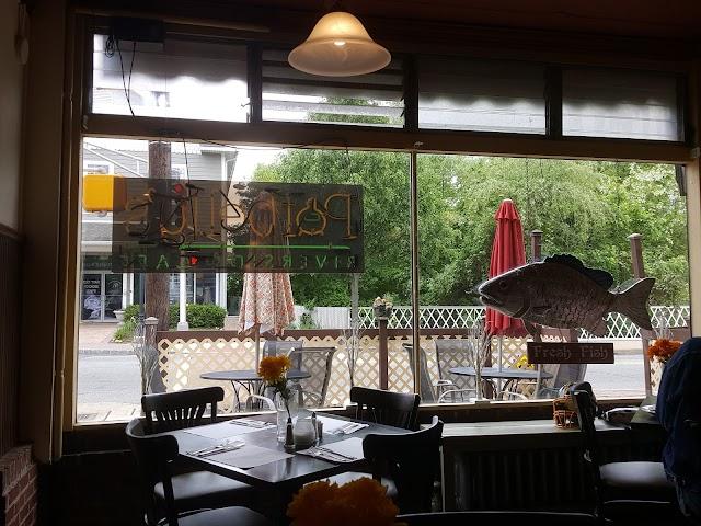 Potbelly's Riverside Cafe