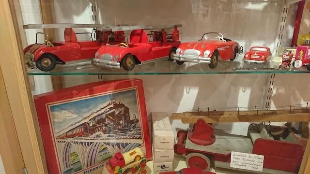 Dagmar's Museum of Dolls abd Toys, Sakrisøy