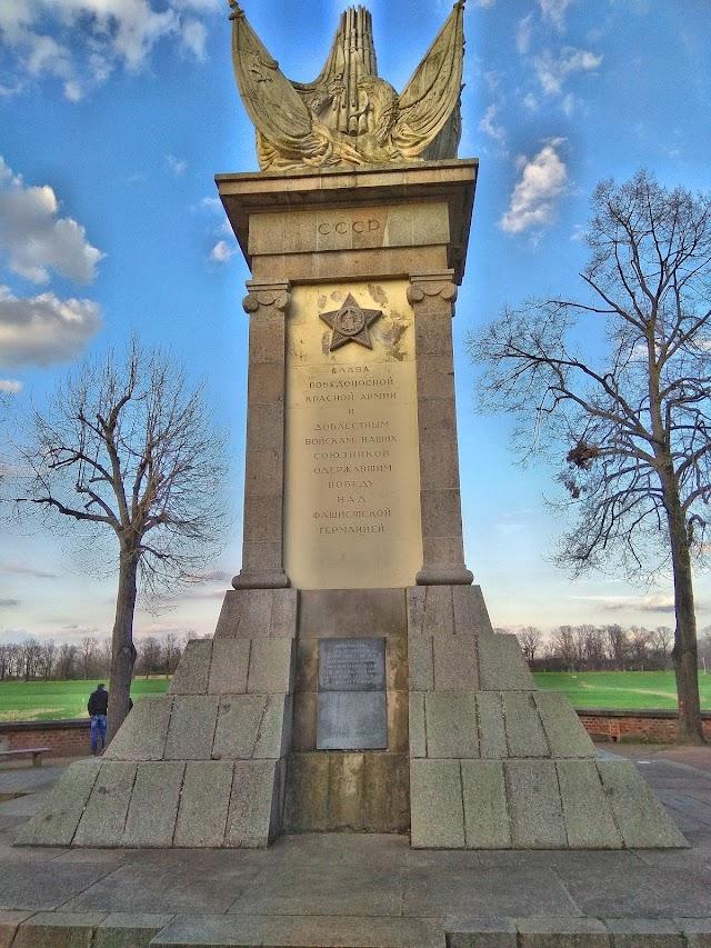 Gedenkstein Historische Elbbrücke