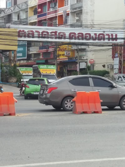 Khlong Dan Food Market