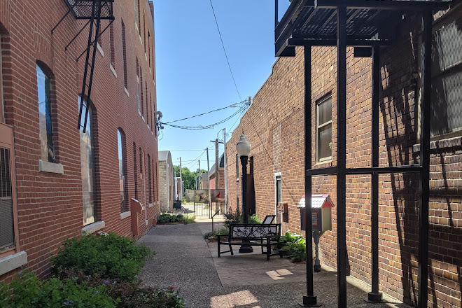 Sally's Alley, Jefferson, United States